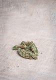 Marijuana su tela da imballaggio Immagini Stock