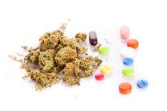 Marijuanacannabis på missbrukad vit bakgrund Royaltyfria Foton