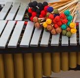 Marimba met gekleurde houten hamers Stock Fotografie