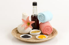 Mariné avec du miel d'huile de sésame et le jaune d'oeuf pour des cheveux et des pointes fourchues Image stock