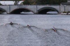 Marin (dejado), Saratoga (centro), OKC Riversport (derecho) compite con en la cabeza de Charles Regatta Imagen de archivo