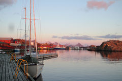 Marin et docks de Stamsund Photo stock
