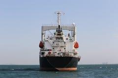 Marin- lastfartyg i havet Arkivfoto
