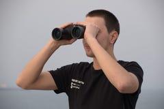 Marin posant comme surveillance photo libre de droits
