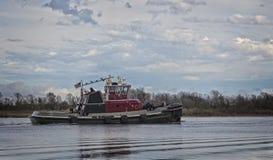 Marin- släpfartyg eller bogserbåtfartyg som används för sändning och tranport Royaltyfri Foto
