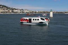 Marin- spårvagnar i den Cannes hamnen Arkivbilder