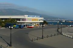Marin- station i staden av Novorossiysk Royaltyfri Bild