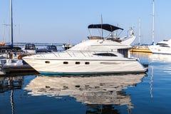 Marin- yacht förtöjd pirport Royaltyfria Foton