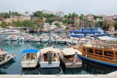 Marina Antalya med gamla stadstadsväggar Royaltyfria Foton