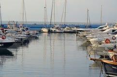 Marina Aregai Marina sitzt in Santo Stefano al Mare herein Lizenzfreie Stockfotos