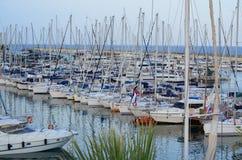 Marina Aregai Marina sitzt in Santo Stefano al Mare herein Stockfotos