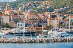 Marina av den Propriano semesterortstaden, södra Korsika Arkivbild