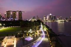 Marina Barrage sob um céu roxo imagem de stock royalty free