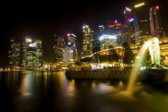 Marina Bay dans la nuit Scape Image stock