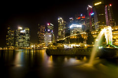Marina Bay in Nacht Scape Stock Afbeelding