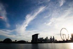 Marina Bay Sand y nubes Imágenes de archivo libres de regalías
