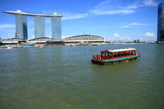 Marina bay sands and bumboat. A bumboat sailing in front of Marina bay sands Royalty Free Stock Images