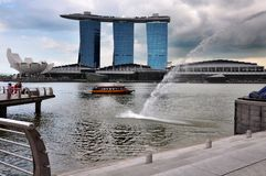 Marina Bay Sands en Waterkant, lotusbloem gevormd Art Science Museum Singapore stock foto's