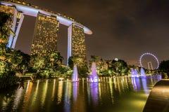 Marina Bay Sands Hotel la nuit, Singapour Photographie stock libre de droits