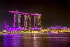 Marina Bay Sands Hotel la nuit, Singapour Image libre de droits