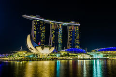Marina Bay Sands Hotel na noite Fotos de Stock Royalty Free