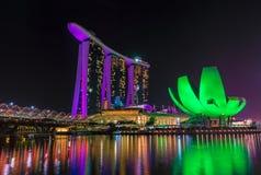 Marina Bay Sands Hotel y museo de artes en Singapur fotos de archivo