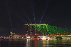Marina Bay Sands hotell med att dansa laser-show Royaltyfri Bild