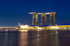 Marina Bay Sands mit Lotus Architecture lizenzfreies stockfoto