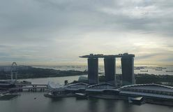 Marina Bay Sands och Singapore reklamblad Arkivbilder