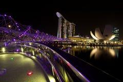Marina Bay Sands och spiralbro Arkivfoto