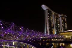 Marina Bay Sands och spiralbro Royaltyfri Bild