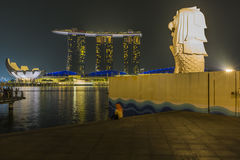 MARINA BAY SANDS, SINGAPORE NOVEMBER 05, 2015:The Merlion founta. In with fog flare effect Marina Bay, Singapore on November 05, 2015 Stock Images