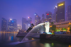 Marina bay sands, SINGAPORE OCTOBER 12, 2015: Merlion and skyscr Stock Photography