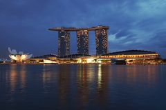 Marina Bay Sands, Singapur, am Abend Lizenzfreie Stockbilder