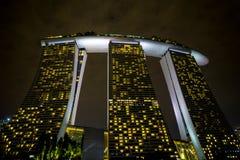 Marina Bay Sands, Singapur en la noche imagen de archivo