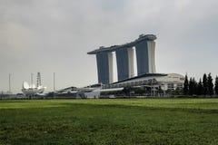 Marina Bay Sands som ses från Marina Bay Financial District Arkivfoton