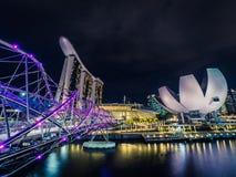 Marina Bay Sands, spiralbro och ArtScience museum i Singapore Royaltyfri Foto