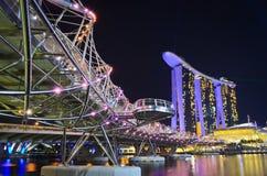 Marina Bay Sands und die Schneckenbrücke stockfoto