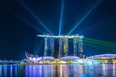 Marina Bay Sands-Wasser und helles Zeigung in Singapur lizenzfreie stockfotos