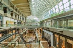 Marina Bay shoppinggalleria i Singapore Arkivfoto