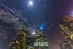 Marina Bay, Singapore - April 1 2018 - sikt av byggande av DBS och Royaltyfria Foton