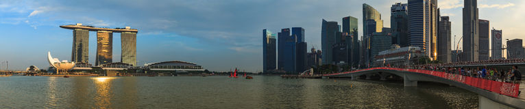Marina Bay Singapore synvinkel, skymning Arkivbild