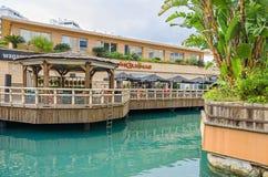 Marina Bay Square und das Ozean-Dorf mit dem Restaurant Las Guanas in Gibraltar lizenzfreies stockfoto