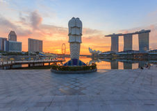 Marina Bay und Merlion, Singapur Stockfotos