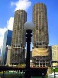 Marina City - complejo de dos torres cilíndricas cerca del río Chicago Foto de archivo libre de regalías