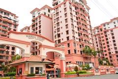 Marina Court Resort Condominium Facade em Malásia imagem de stock