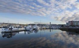 Marina de bord de mer de Tacoma Tacoma, WA Etats-Unis - janvier, 25 2016 La marina de bord de mer est un endroit populaire à Taco Photos stock