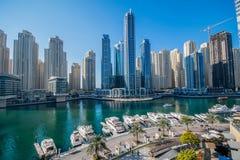 Marina de Dubaï à la lumière du jour photos stock