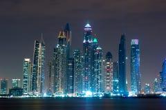 Marina de Dubaï à la vue de nuit de la paume Image stock