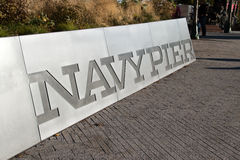 Marina de guerra histórica Pier Sign en Chicago, Illinois Imagen de archivo libre de regalías